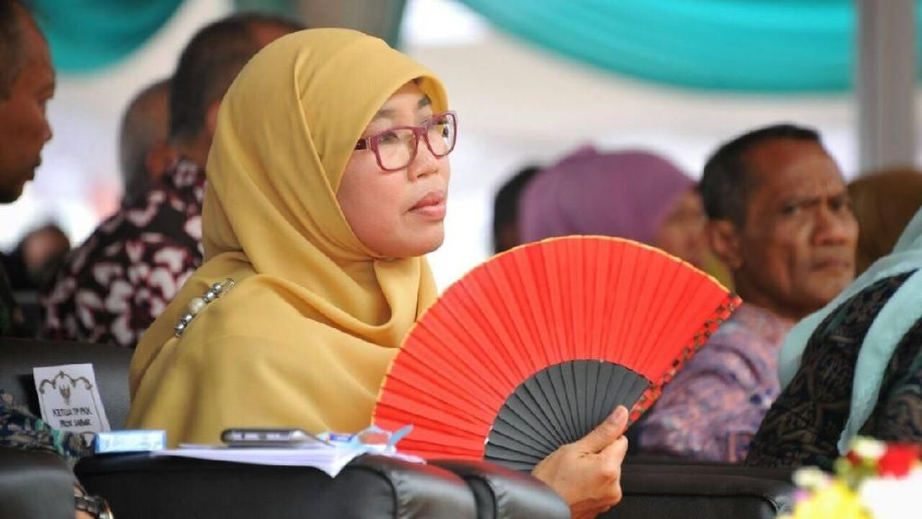 Kipas Merah, Kerudung Kuning & Harapan Netty Heryawan di Hari Pangan