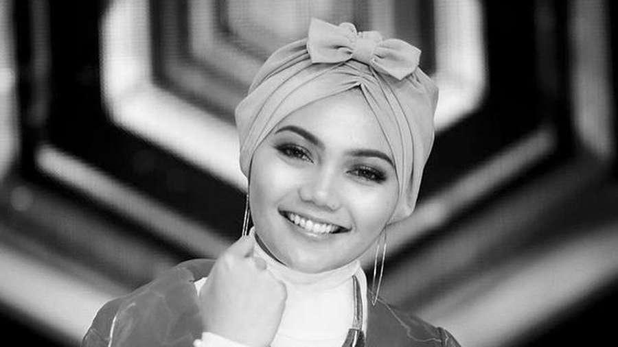 Melihat Penampilan Rina Nose: Tanpa, Pakai hingga Lepas Hijab