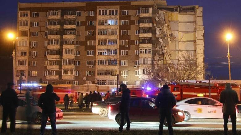 Bruk! Ini Penampakan Ambruknya Apartemen di Rusia