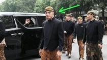 Viral Foto Paspampres Ganteng Berbeskap Saat Jokowi Mantu