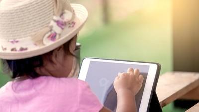 Cara Mengatasi Anak yang Telanjur Lekat dengan Gadget