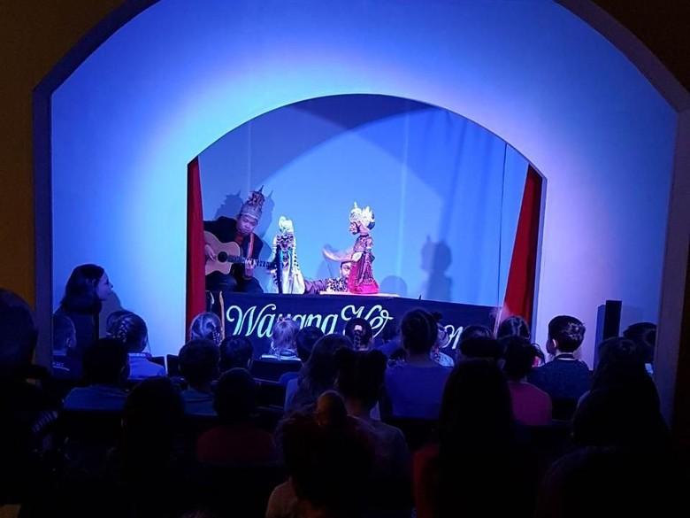 Wayang Keroncong Raih Penghargaan di - Moskow Penampilan wayang keroncong dari kelompok teater asal Behind The berhasil menyabet penghargaan Best Puppet Maker dalam ajang