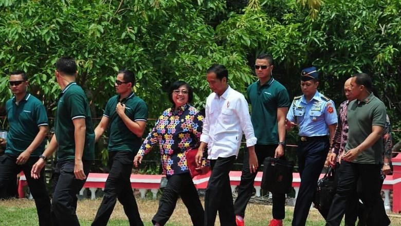 Paspampres Ganteng yang Viral Suka - Jakarta Sudah biasa ketika warga mengajak Presiden Jokowi berfoto bersama dengan swafoto alias Tapi salah satu Pratu Daniel