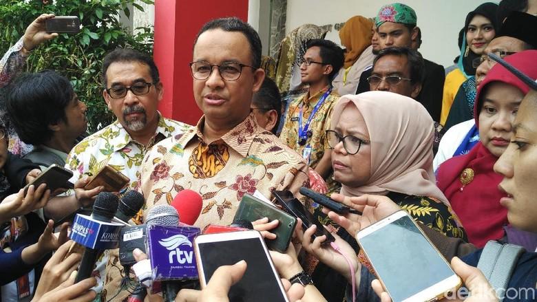 Gubernur Anies Tinjau Pengerukan Kali Krukut Jaksel