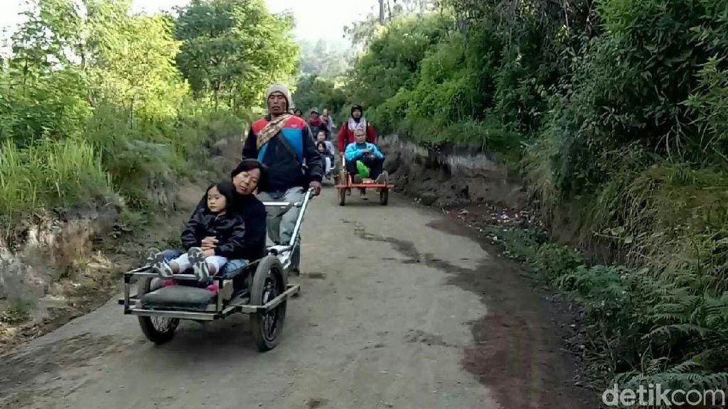 Tak Ingin Ngos-ngosan Mendaki Gunung Ijen, Naik Taksi Saja