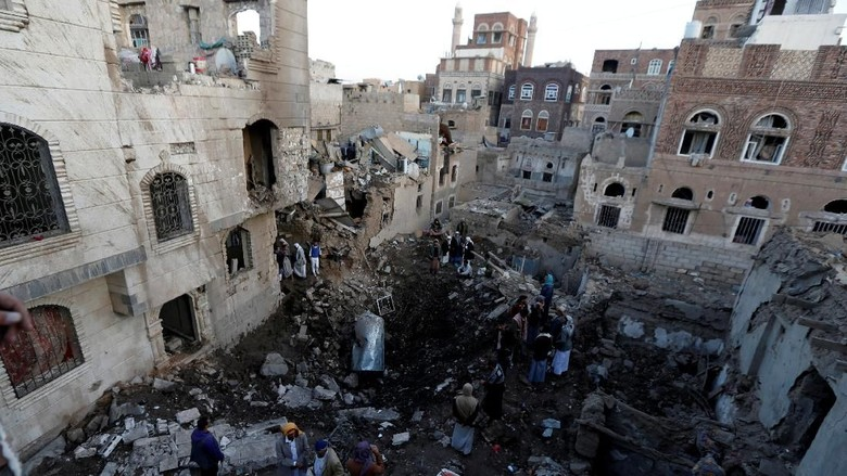 Serangan Udara Koalisi Saudi Kenai Kementerian Pertahanan Yaman