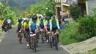 Gowes 200 Km Semarang-Magelang, Gubernur Ganjar Menerjang Hujan