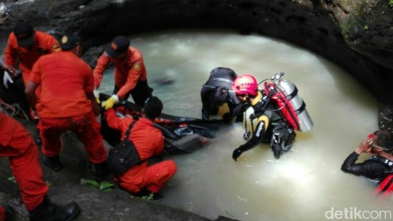 Pergi Suwantoko Ditemukan Tewas di - Purworejo Suwantoko warga Purworejo ditemukan tewas setelah hilang dua Jasad Suwantoko ditemukan tenggelam di Curug hari Kamis kemarin
