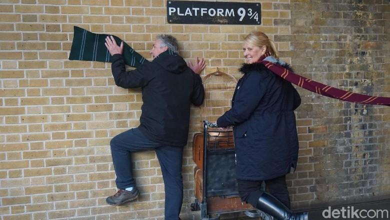 Spot foto fans Harry Potter di King Cros Station (Erna Mardiana/detikTravel)
