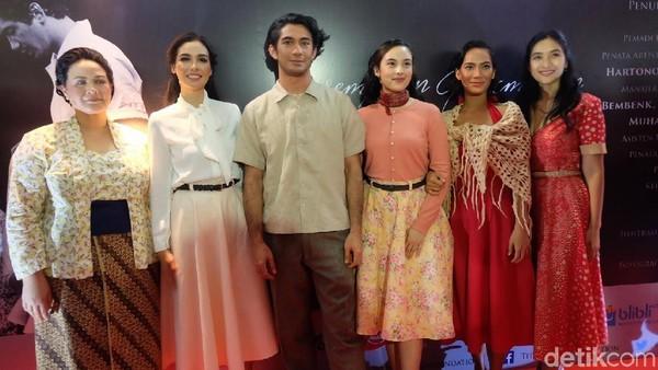 Happy Salma Deg-degan di Pentas Pertama Perempuan Perempuan Chairil
