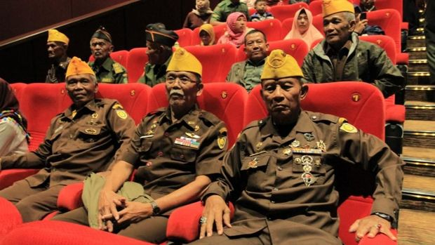 Para veteran saat nobar film Merah Putih Memanggil