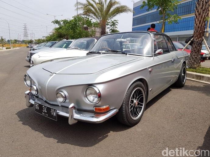 Jajaran Mobil Klasik Mejeng di Bekasi