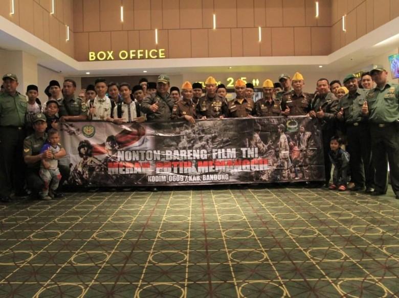 Hari Pahlawan, Kodim 0609/Kabupaten Bandung Ajak Veteran Nobar