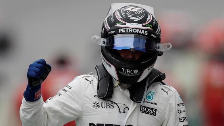 Bottas Rebut Pole, Hamilton Crash