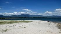 Bukan di Lombok, Ini Pantai di Danau Toba, Sumpah!