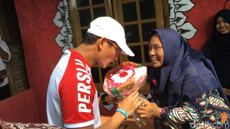 Tata Kampung Sandiaga akan Tampung - Jakarta Pembangunan Stadion Jakarta Utara akan dimulai pada Wagub DKI Jakarta Sandiaga Uno akan menampung aspirasi warga Kampung