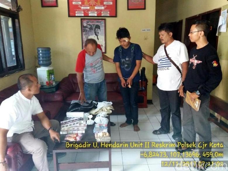 Alvi Ditangkap Lima Menit Setelah - Cianjur Polisi berhasil membekuk Alvi Anggara yang baru saja merampok sebuah minimarket jam di Alvi menggondol uang puluhan