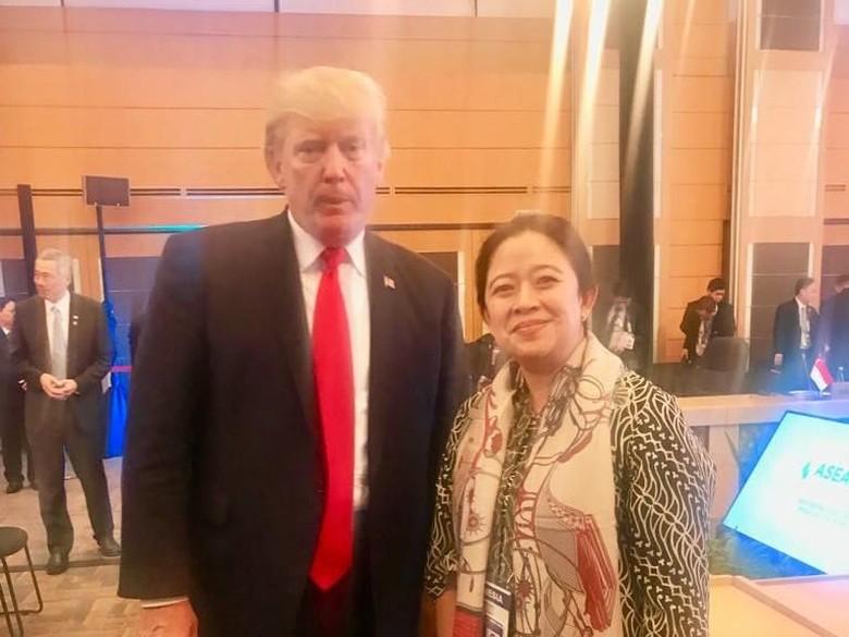 Saat Puan Foto Bareng Donald - Jakarta Menteri Koordinator Pembangunan Manusia dan Kebudayaan Puan Maharani ikut berfoto bersama Presiden Amerika Serikat Donald Hal itu