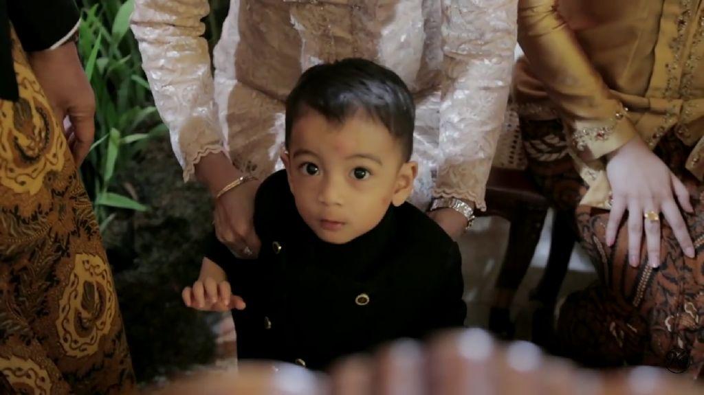 Jan Ethes Cucu Jokowi yang Gemesin Banget