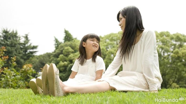 Tips Agar Orang Tua Tak Canggung Bicara Soal Seks ke Anak/ Foto: thinkstock