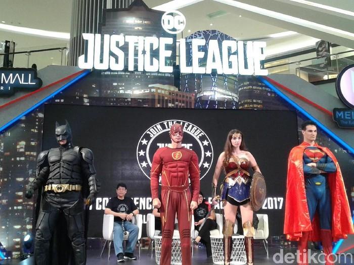 Para tokoh superhero akan olahraga lari. (Foto: Widiya Wiyanti)
