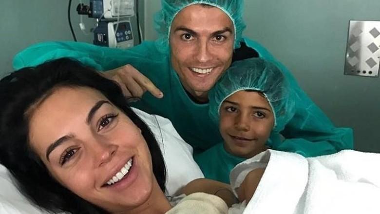 Anak keempat Ronaldo lahir/ Foto: Instagram Cristiano Ronaldo