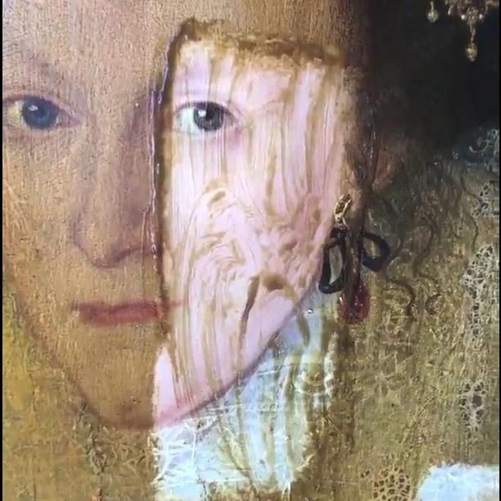 Begini Caranya Restorasi Lukisan Berusia 200 Tahun