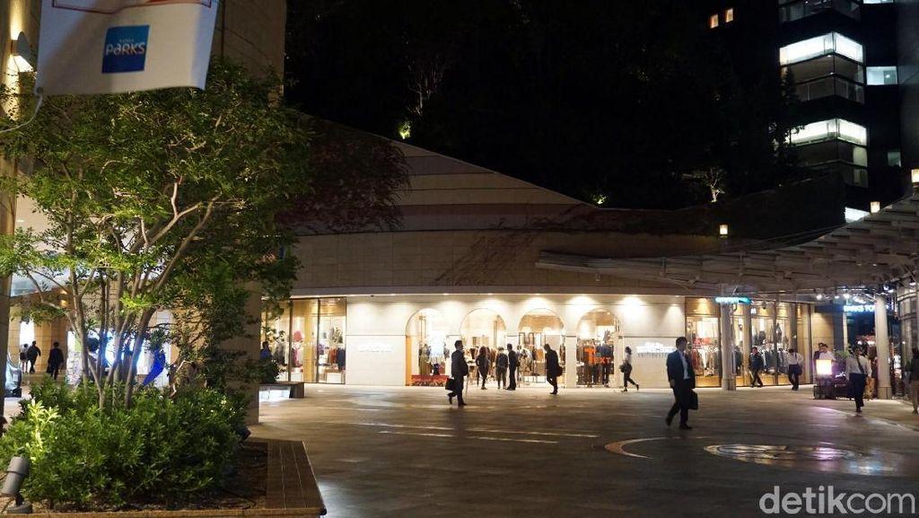 Foto: Belanja di Osaka Serasa di Dalam Hutan