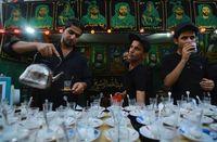 Ada tenda-tenda yang menyediakan makanan dan minuman untuk para peziarah (Abdullah Dhiaa Al-deen/Reuters)
