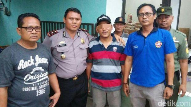 4 Orang warga yang diduga dalang penggerebekan ini ditangkap polisi.