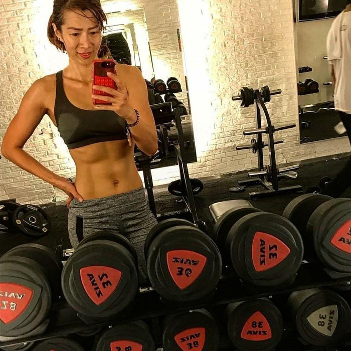 Yoan mengaku awalnya ia adalah seorang perempuan dengan kondisi obesitas. Ia pun mulai bertekad berolahraga di gym pada tahun 2007 untuk sekedar menurunkan berat badan saja. (Foto: Instagram/drg_yoan)