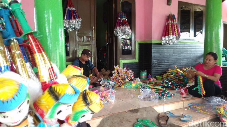 Menengok Kampung Terompet di Cirebon Jelang Tahun Baru