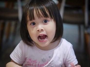 Kala Madali, anak dari Hanung Bramantyo dan Zaskia Mecca juga nggak kalah menggemaskan. Aksi Kala di-update melalui Instagram yang di-follow oleh 438 ribu orang. (Foto: Instagram/kalamadali)