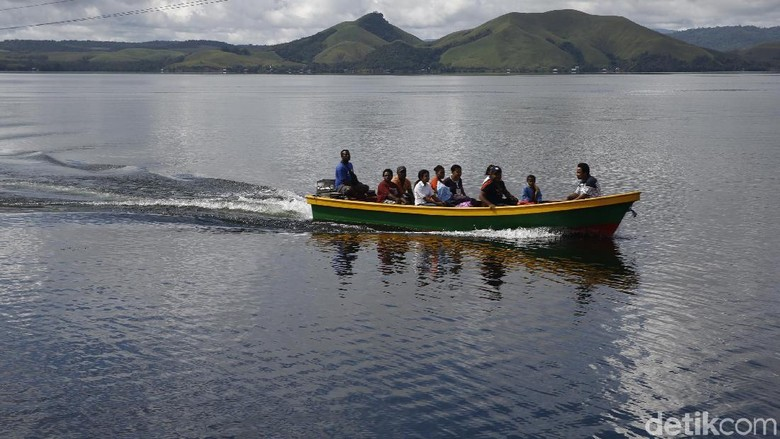 Geliat Kehidupan Warga di Danau Sentani