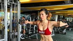Disela aktivitasnya menjaga kesehatan gigi pasien, drg Yohana Liu yang akrab disapa Yoan punya hobi berolahraga. Ia pun jadi model binaragawan wanita.