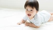 Ibu-ibu Korea Pakaikan Helm pada Bayi Agar Bentuk Wajah Anak Lebih Cantik