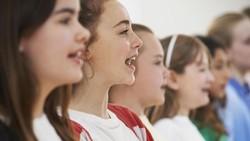 Banyak hal yang kita sadari dapat membuat tubuh kita sehat, salah satunya dengan bernyanyi. Banyak penelitian ilmiah telah membuktikannya.