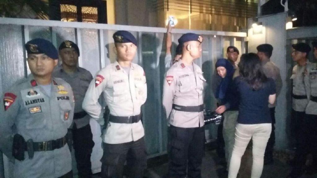 Penyidik KPK Datangi Rumah Novanto, Pengacara Ambil Surat Kuasa