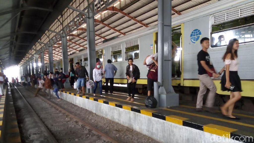 Tarif Kereta Ekonomi dan KRL Tidak Naik di 2018