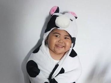 Jonathan R. Sugianto atau yang biasa dikenal dengan baby Tatan ini juga hits banget karena tingkahnya yang lucu. Tuh lihat follower Instagram-nya sudah 3,3 juta lho. (Foto: Instagram/jrsugianto)
