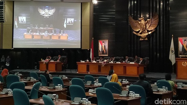 Dihadiri Semua Pimpinan, DPRD DKI Gelar Rapat Paripurna RAPBD 2018
