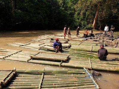 Sudah Coba Rafting dengan Bambu? Seru Habis!