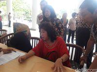 Sandiaga Uno menerima aduan warga Pluit