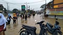 Banjir, Jalan Raya Dayeuhkolot Tak Bisa Ditembus Kendaraan