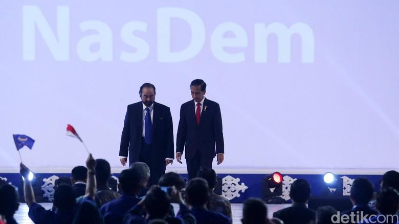 Jokowi Gembira - Jakarta Ketua Umum Partai NasDem Surya Paloh menyebut Presiden Joko Widodo membawa aura positif saat melakukan kunjungan kerja