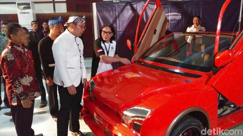 Ridwan Kamil Soal Mobil Listrik Itenas: Ngageleser