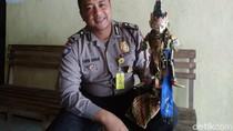 Polisi Garut yang Mahir Mendalang Banjir Tawaran Film dan Iklan