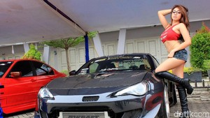 Angela Lorenza dan Mobil Modif