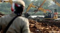 Kerja Keras Mengembalikan Fungsi Kanal Banjir Barat