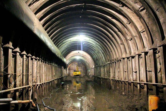 Terowongan ini memiliki inlet sepanjang 520 meter dan outlet sepanjang 550 meter yang diharapkan rampung pada Februari 2018 mendatang. Pool/Kementerian PUPR.